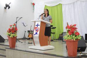 Missionaria Adriana Cavalcante - Ministrando a palavra